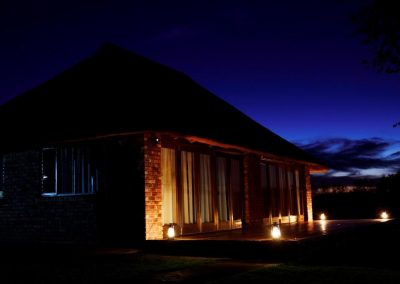 Jenobli Safaris - Lodge at Night